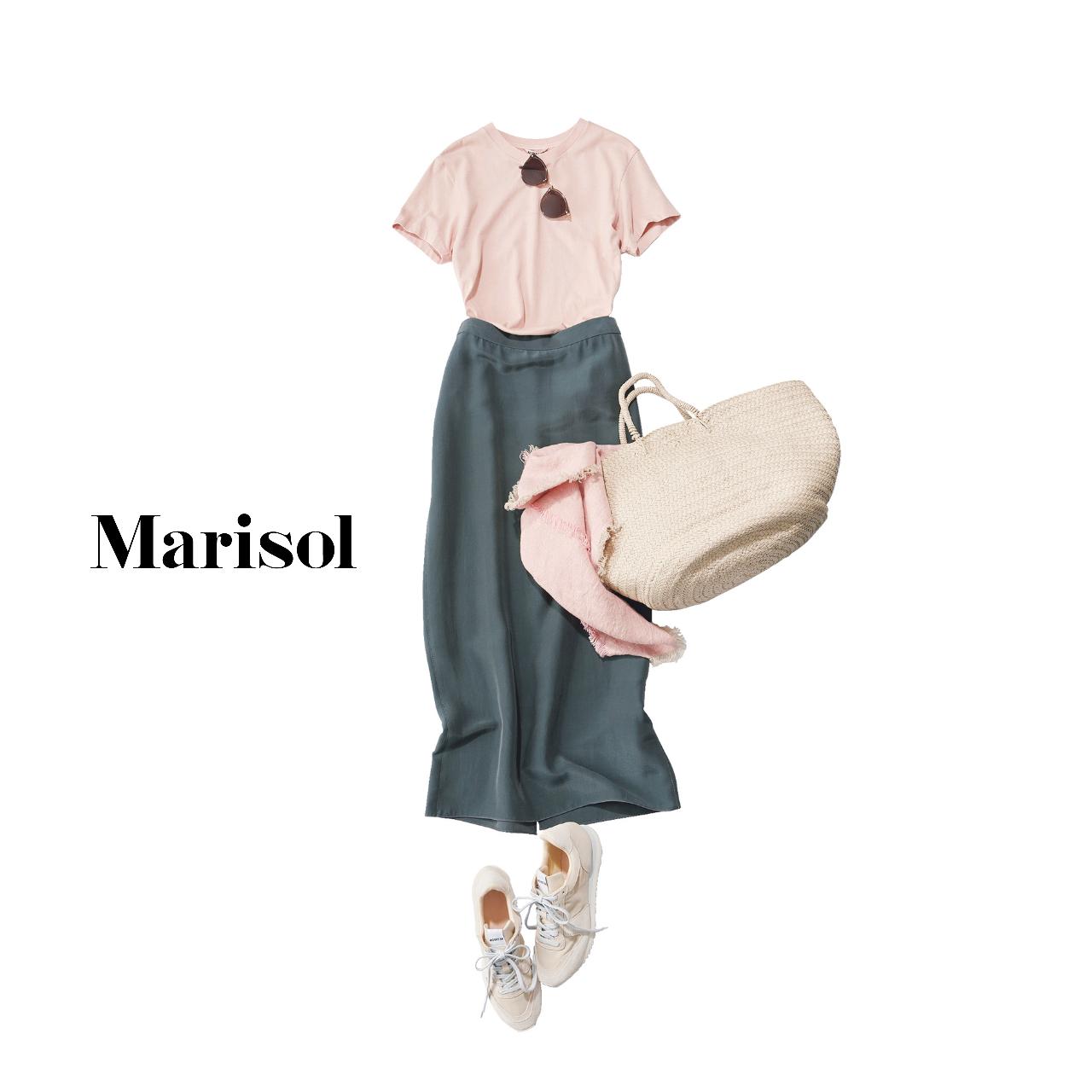 40代ファッション   Tシャツ×タイトスカート×スニーカーコーデ