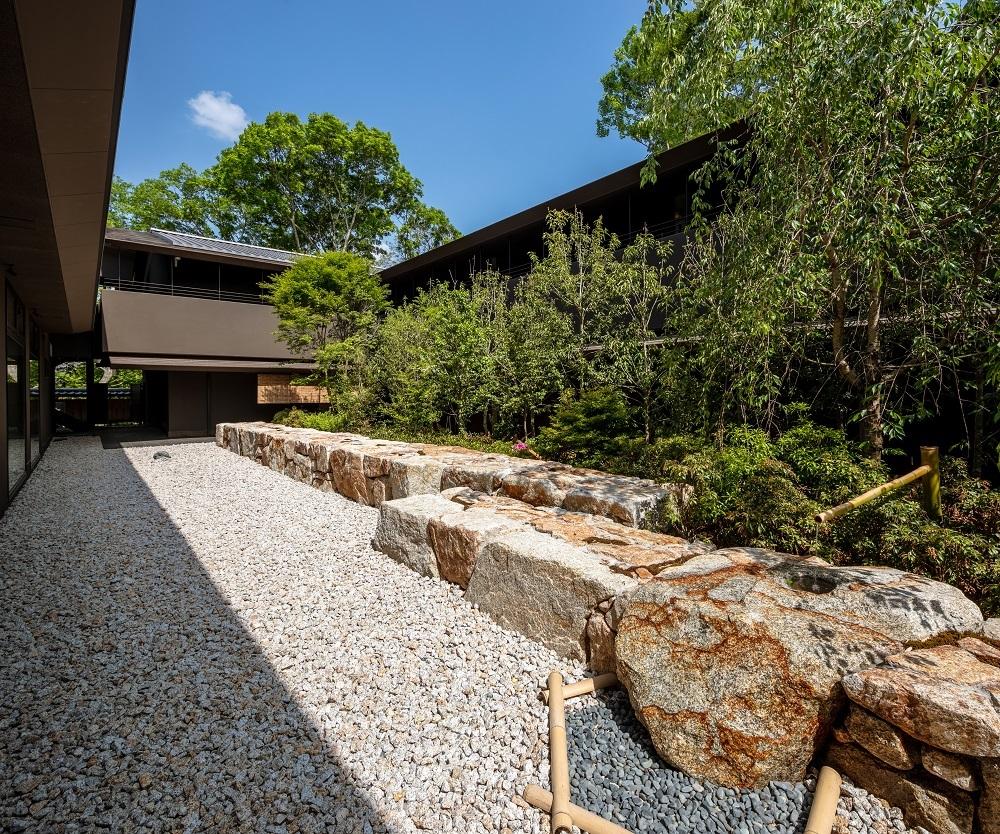 ふふ奈良の中庭は日本を代表するランドスケープアーキテクトである宮城俊作氏が手がけたもの