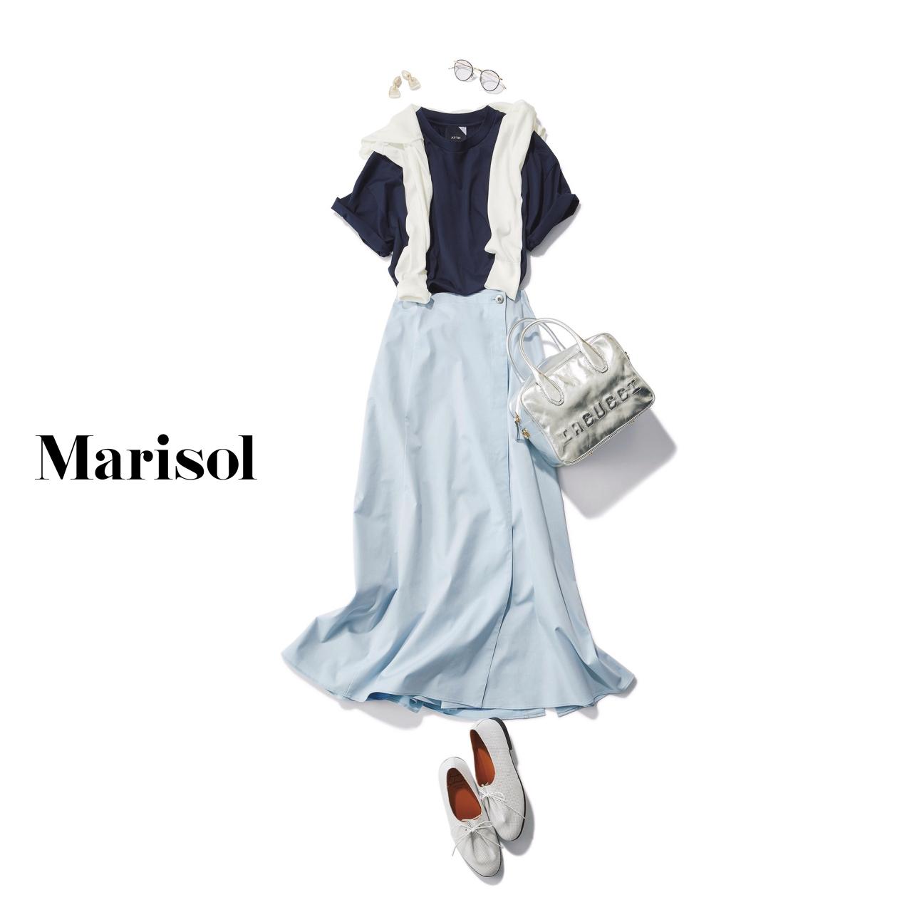 40代ファッション ネイビーTシャツ×水色スカートコーデ