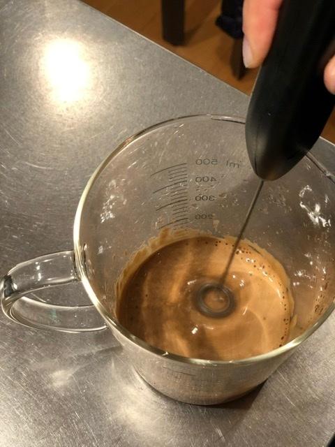 ダルゴナコーヒーをつくる