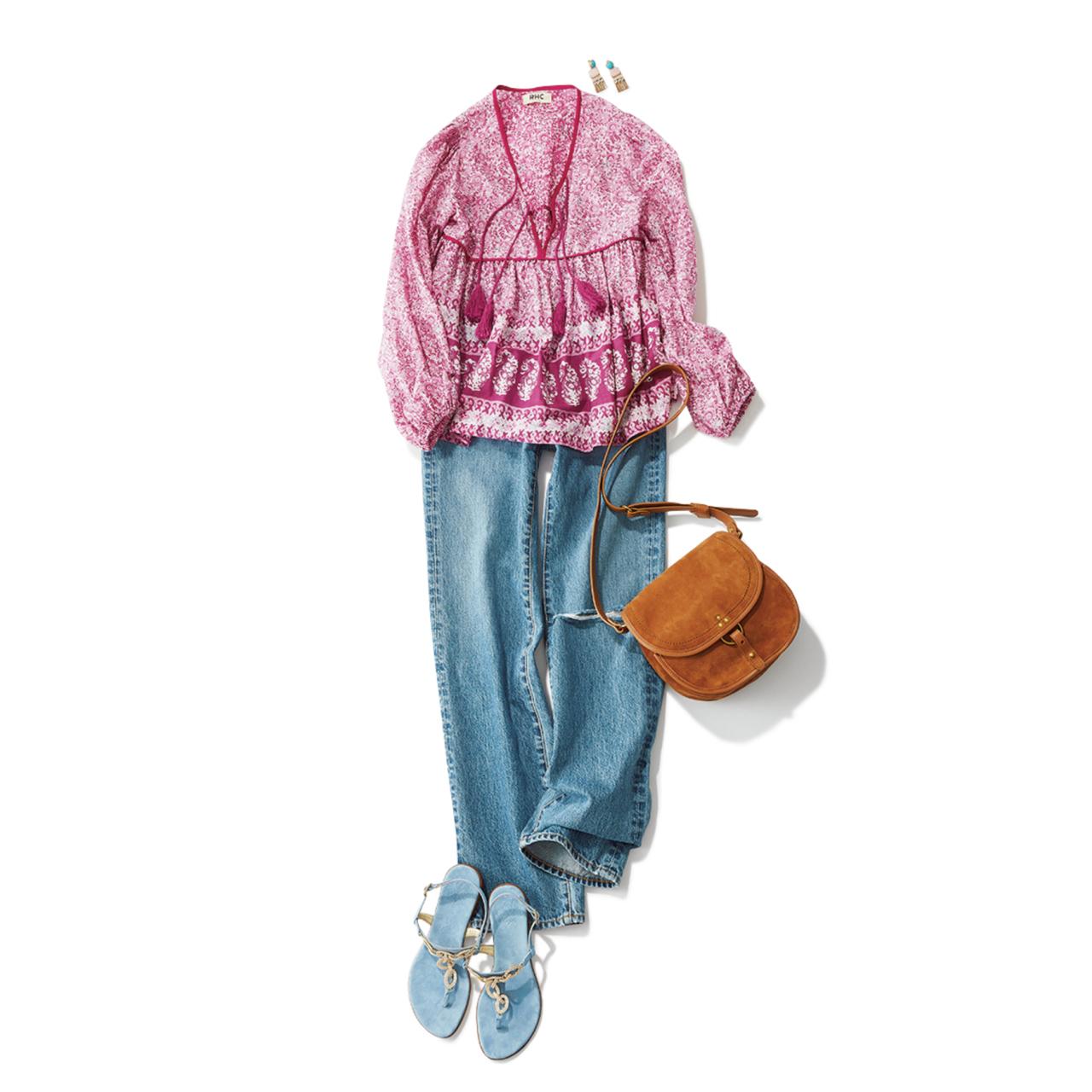 華やか柄トップス×デニムパンツのファッションコーデ