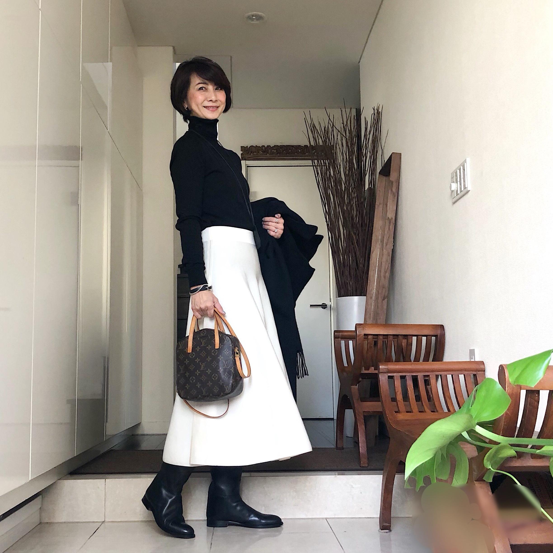 COSの白ニットスカート