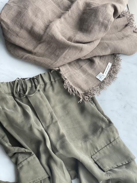 「ストール」でアラフォーの夏コーデをブラッシュアップ! 冷房対策にもおしゃれにも効くストールの取り入れ方  40代ファッション_1_14