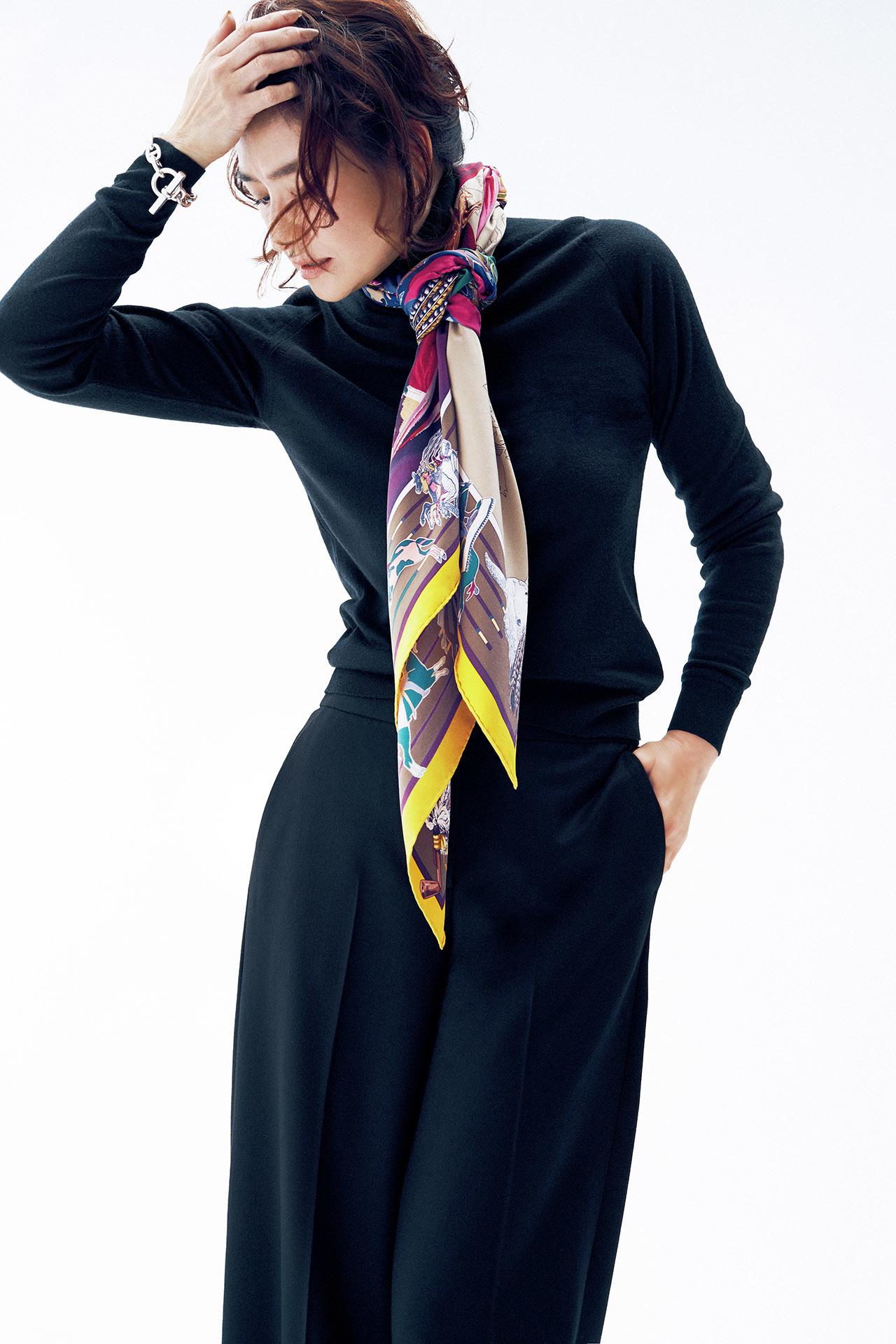 亜希、エルメスのスカーフをまとう 五選_1_1-4