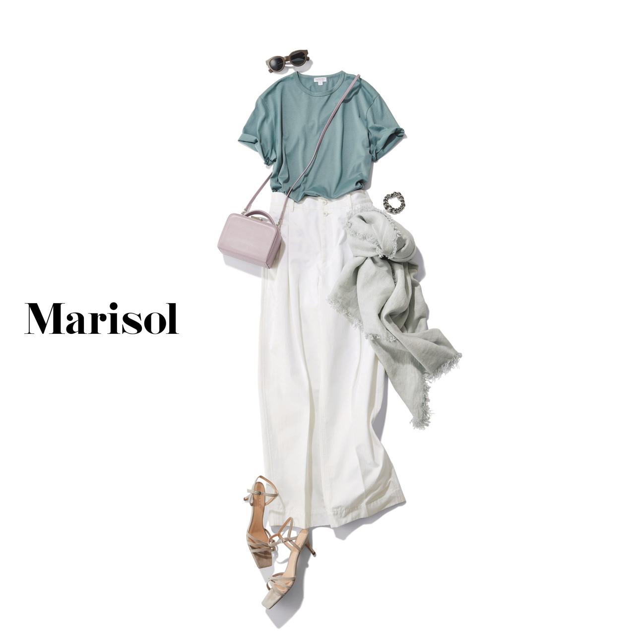 40代ファッション 水色Tシャツ×ホワイトパンツコーデ