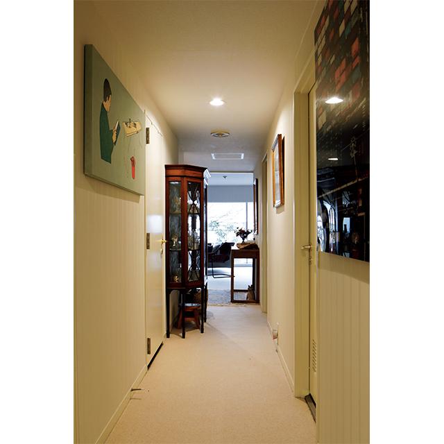 廊下には、現代アート