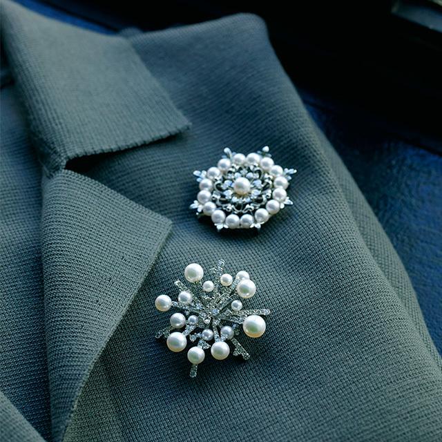 パールとダイヤモンドの雪の結晶が ノーブルな輝きをたたえて