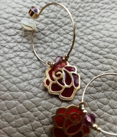 お気に入りの薔薇のイヤリングを身に着けて。気合いが入っております。
