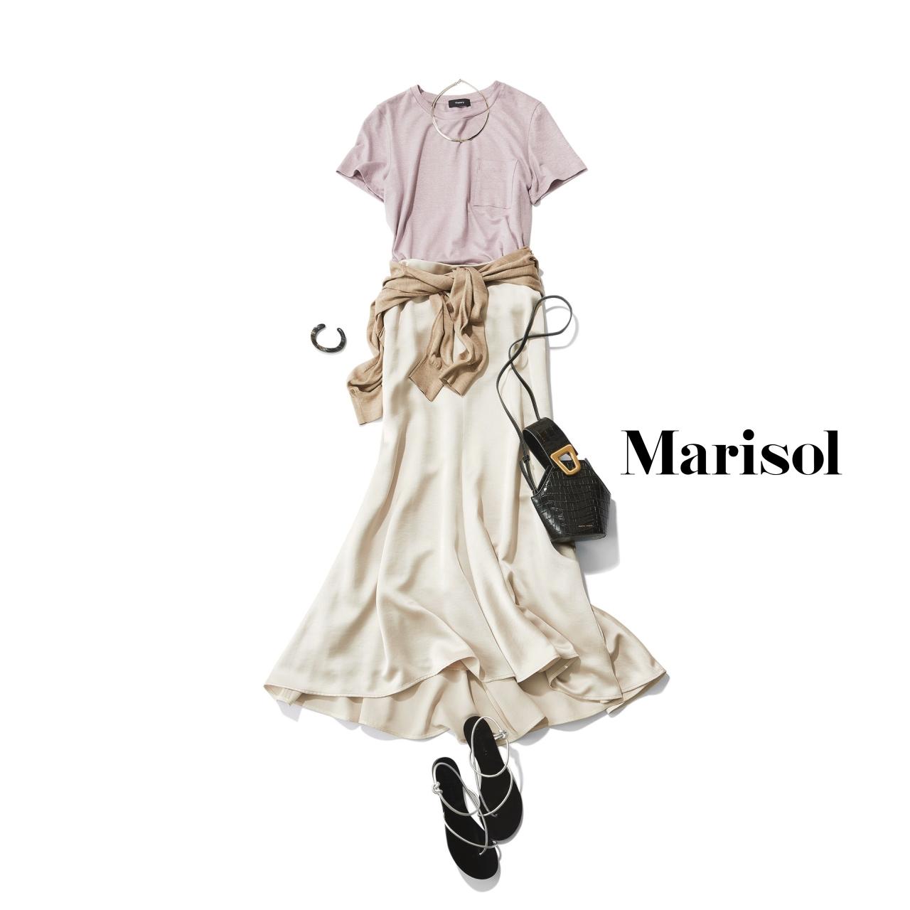 40代ファッション ピンクTシャツ×白スカートコーデ