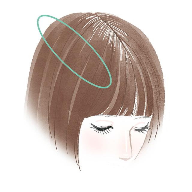 根元から5㎝くらいの、サロンカラーを施した髪色に合わせて