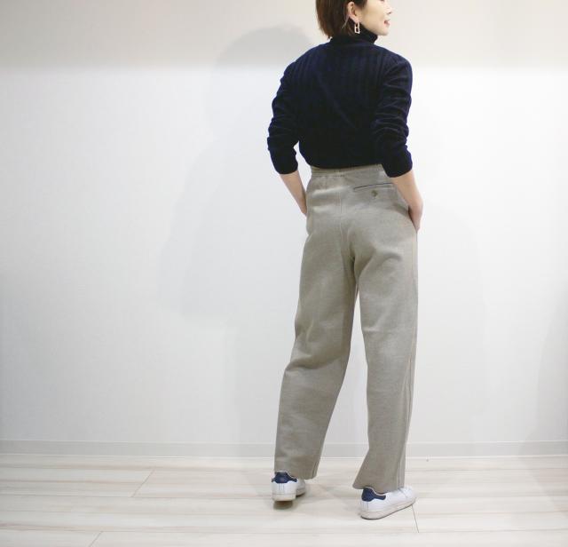 UNIQLOのワイドパンツで40代の美脚足長スタイル_1_2