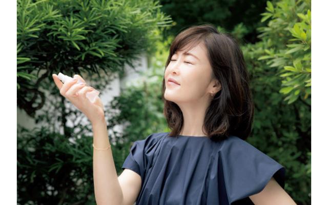 美容ジャーナリスト 安倍佐和子さん 浴びるミストでメイクくずれ防止