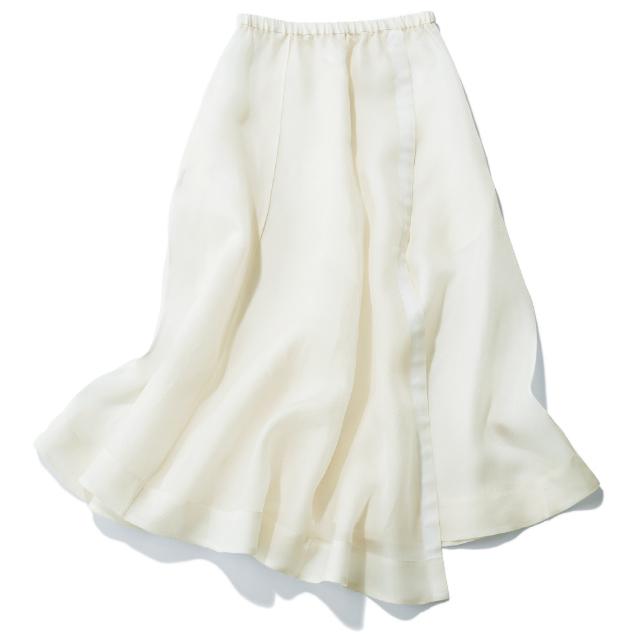 ロング丈のラップスカート