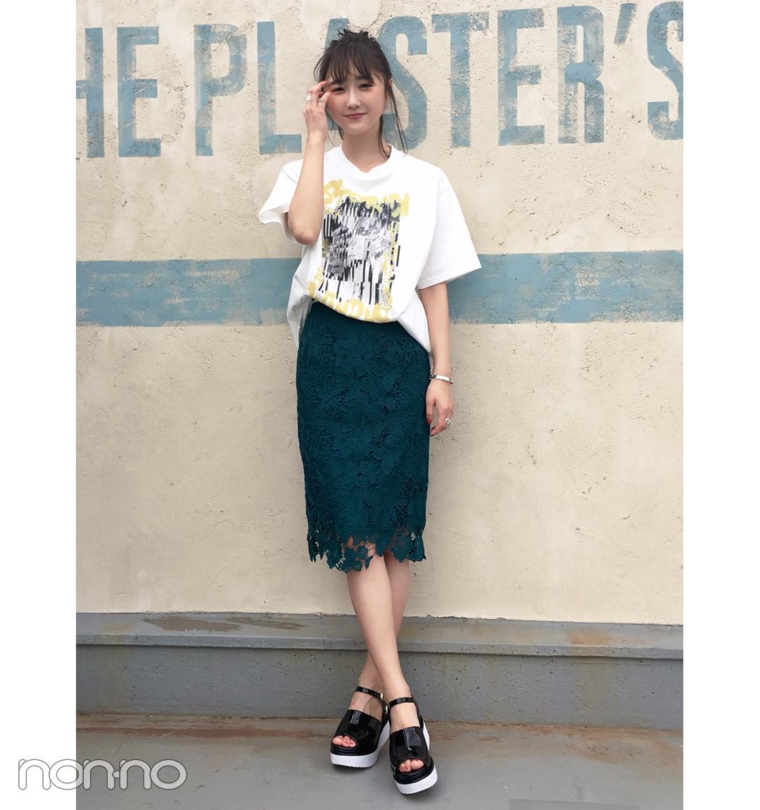 鈴木友菜は透けレーススカートをTシャツ&シルバーでちょっとクールに【毎日コーデ】