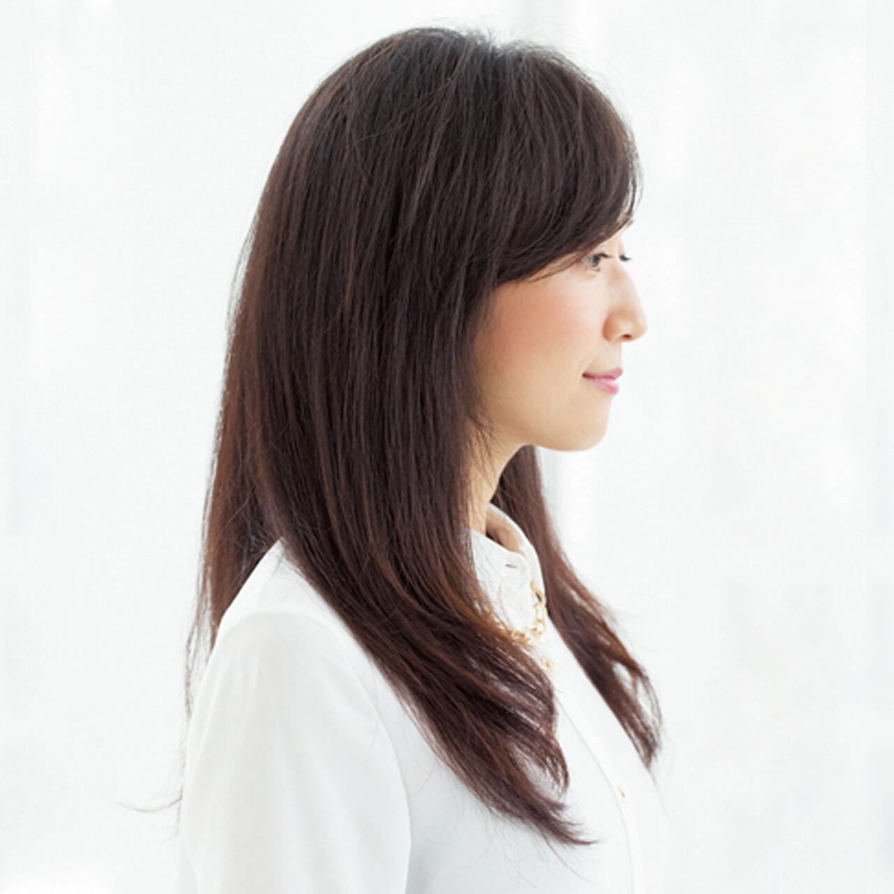 硬い髪質、ゴワつく髪もしっとり柔らかく。ツヤめく前下がりロングヘア【40代のロングヘア】_1_2
