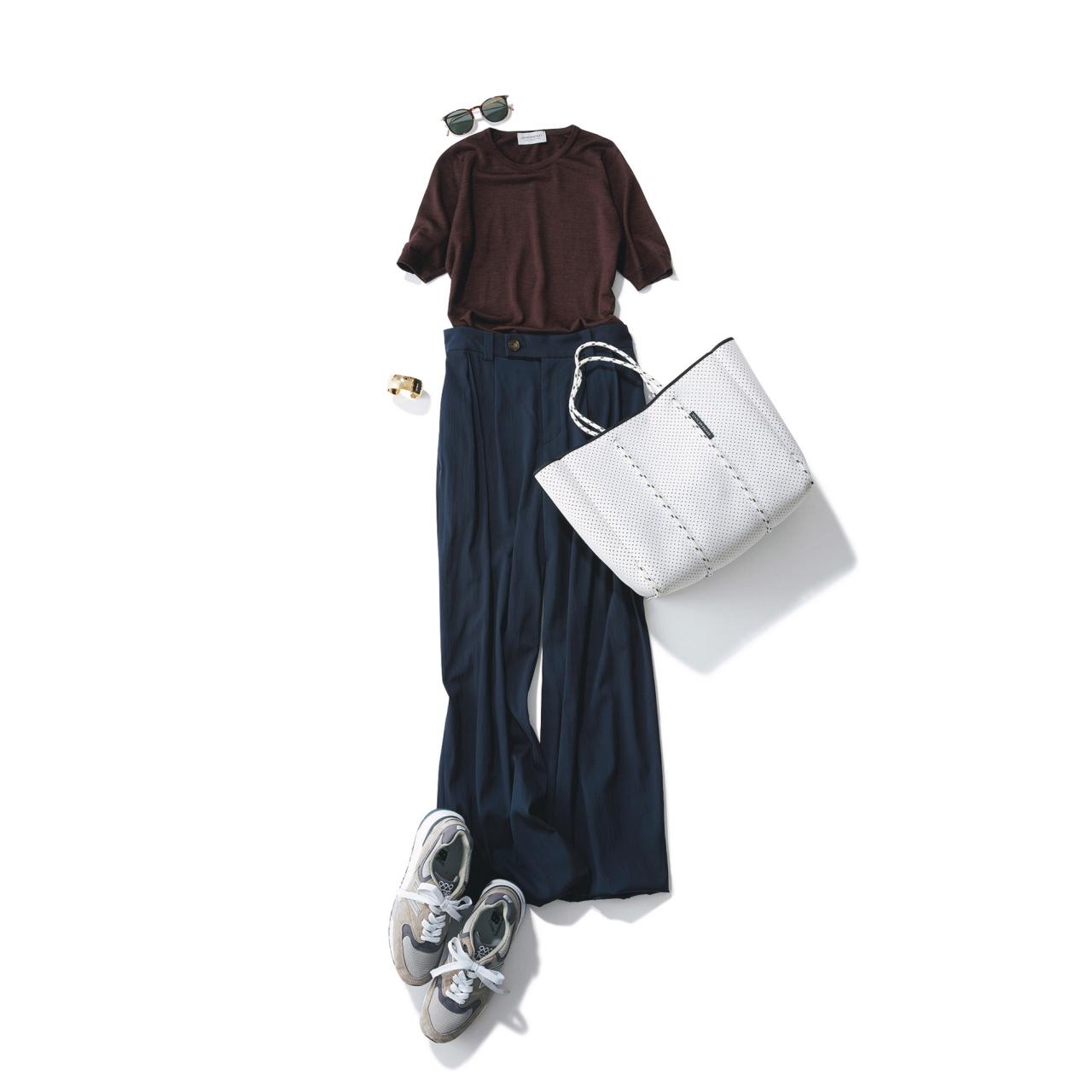 ネイビーパンツ×スニーカーのファッションコーデ