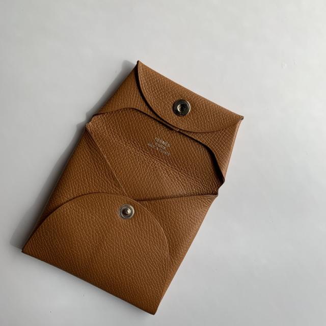 いつもバッグに潜ませる一生モノの小物入れ エルメスのコインケース_1_3