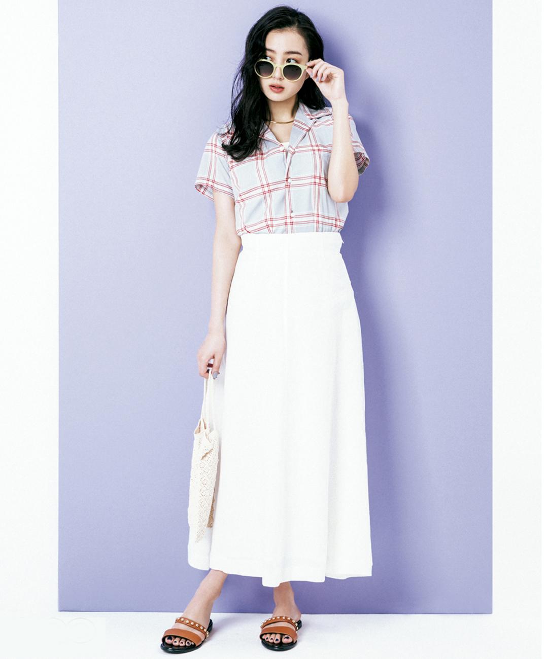 【夏のロングスカートコーデ】高田里穂は、リネンの真っ白スカートでクラス感漂うリゾートカジュアルに★