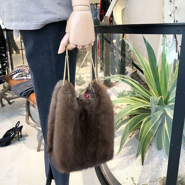 アパルトモンの秋冬展示会で見つけたNY発のファーバッグに一目惚れ!_1_1