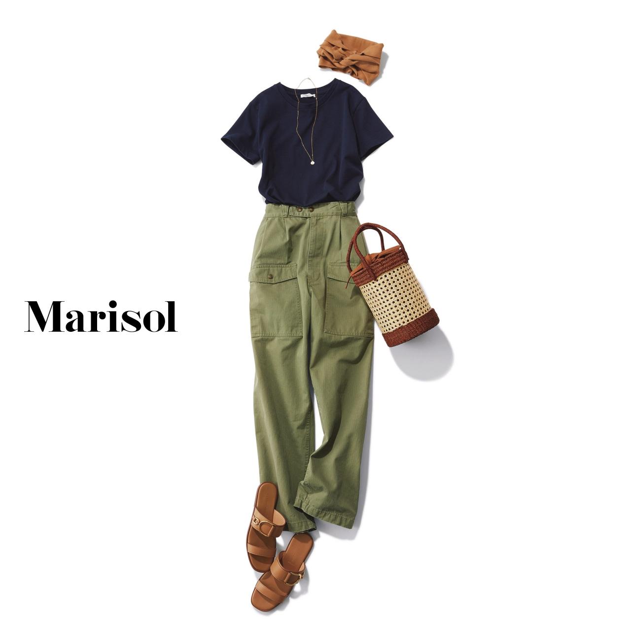 40代ファッション ネイビーTシャツ×カーキカーゴパンツコーデ