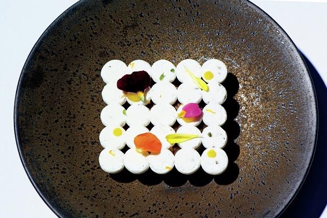 「バシュラン」はメレンゲにあんこを使ったアイスクリームやソースを。
