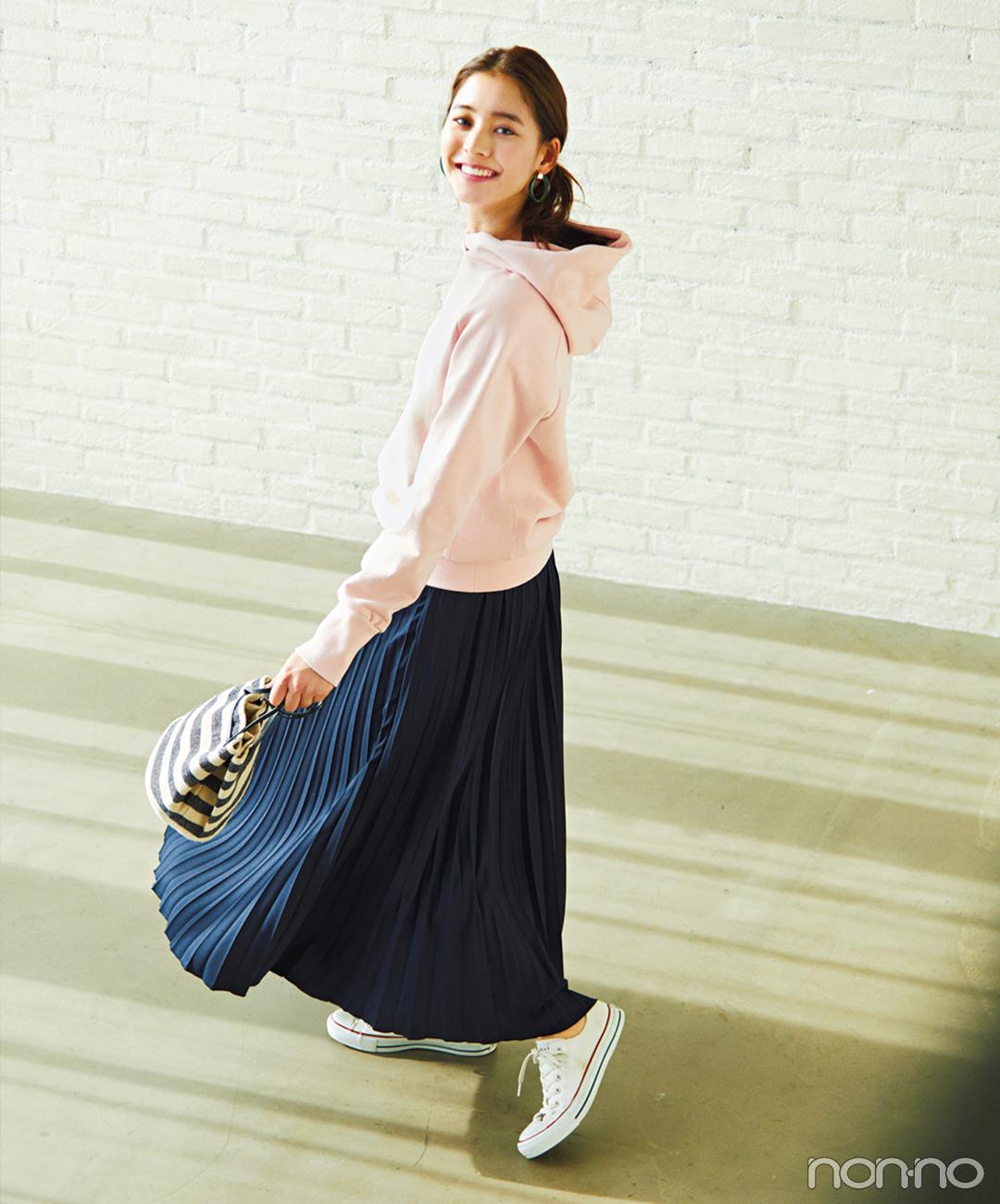 新木優子はフーディにプリーツスカートを合わせて女らしさをオン!【毎日コーデ】_1_1