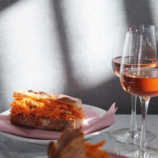 さっと作ってピクニックに出かけよう。簡単キャロットラペのバゲットサンド【平野由希子のおつまみレシピ #48】