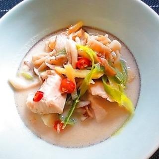 10分で出来るトムカーガイ。鶏肉とココナッツミルクのスープ