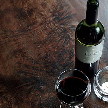 上品なほろ苦さの奥に甘さを秘めた、秋の夜長にぴったりのワイン【飲むんだったら、イケてるワイン】