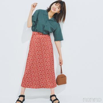 渡邉理佐は柄スカート+開襟シャツでこなれ感をプラス!【毎日コーデ】