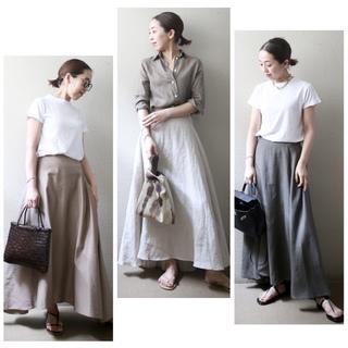 リネンスカートを、身長低めさんでも辛口にかっこよく着こなすコツ【小柄バランスコーデ術#14】