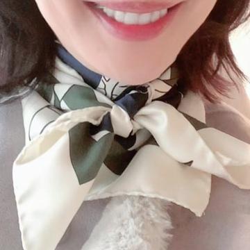 季節の変わり目に♡大活躍の「スカーフコーデ」