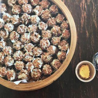 初心者でもプロの味に!有元葉子さんの簡単レシピで作る「貝柱たっぷりシュウマイ」