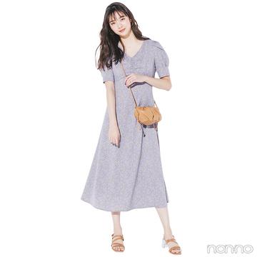 新川優愛はラベンダーの小花柄ワンピでおしゃれモチベアップ!【毎日コーデ】