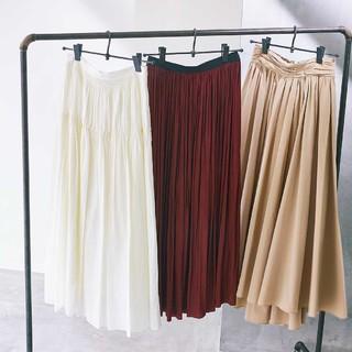 春のトレンド【ツヤありギャザースカート】をもっと素敵に着こなすコツは?