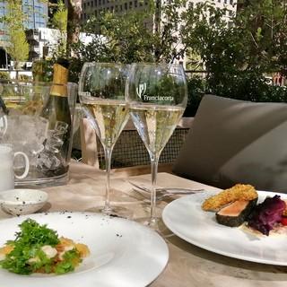 イタリア発スパークリングワイン「フランチャコルタ」を楽しめる期間限定イベントが東京・丸の内で開催!