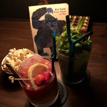 "Vol.53♡【デート向け】深夜の図書館バー""Library Lounge THESE(テーゼ)"""