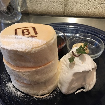 ふわふわなホワイトスフレパンケーキ♪( ´▽`)