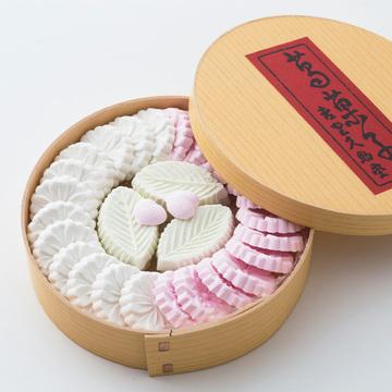 吉野の山桜の様を模した口溶けのよい葛菓子の逸品 吉野久助堂の「葛菓子」