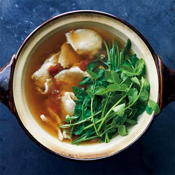 鶏むね肉がしっとり! 鶏肉とせりの梅風味鍋【絶品鍋レシピ28days】