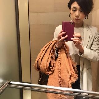 デニムコーデを盛り上げる白ジャケットで大人女子会へ!!