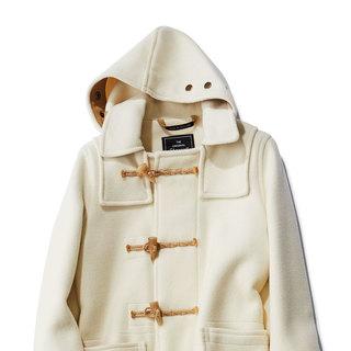 今年の冬は改めてダッフルコートが着たい人が続々!大人は「淡色」が狙い目