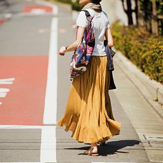 スタイリスト福田亜矢子が提案。フラットサンダルでラフに楽しむ 「ふんわりロングスカート」