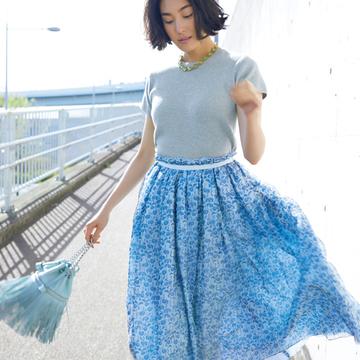 大人フェミニンをかなえるのはきれい色スカート!【瞬間着映え服でおしゃれに】