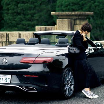 シックなオープンカーに似合う、ディオールのバージャケット【富岡佳子「車に乗る日のおしゃれ」】