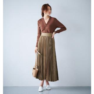 40代からのプリーツスカートコーデ実例。プリーツの揺れ感で女性らしさを演出して