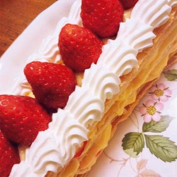 畑から収穫した新鮮ないちごで作る「ミルフィーユ&ヨーグルトケーキ」【Jマダム通信】