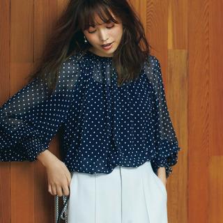 この秋、注目の夏っぽい素材「シフォン」。40代はこう着るのが正解!