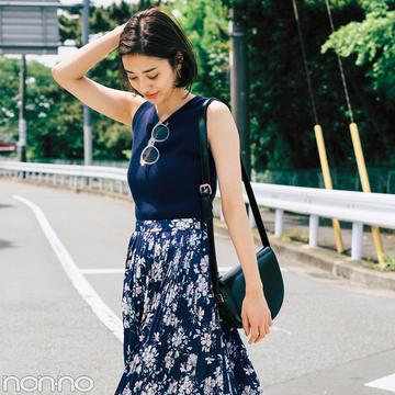 濃い色花柄スカートで、大人っぽくスタイルUPしたいときのポイントは?