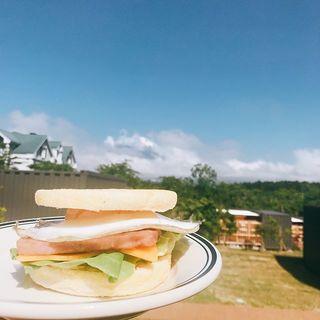グランピングを体験!自然に囲まれての朝食、屋外ジャグジー…ひとつひとつが楽しすぎる!